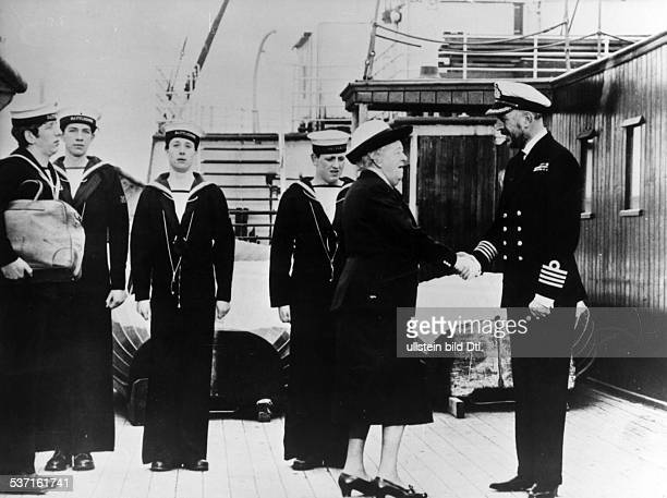 Rutherford, Margaret - Actress, Great Britain - Scene from the movie 'Murder Ahoy'' Directed by: George Pollock Great Britain 1964 Produced by:...