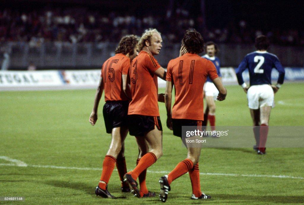 Holland v Yugoslavia - European Championship 1976 : Photo d'actualité