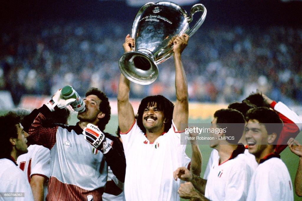 Soccer - European Cup Final - AC Milan v Steaua Bucharest : News Photo