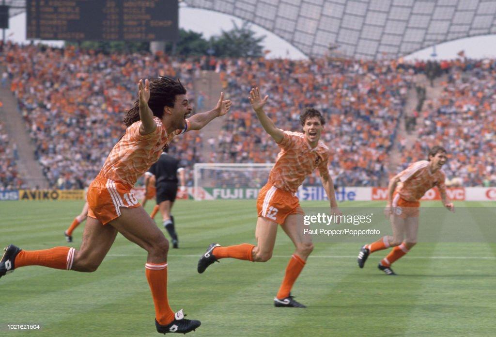 Soviet Union v Netherlands - UEFA Euro 88 Final : Nieuwsfoto's