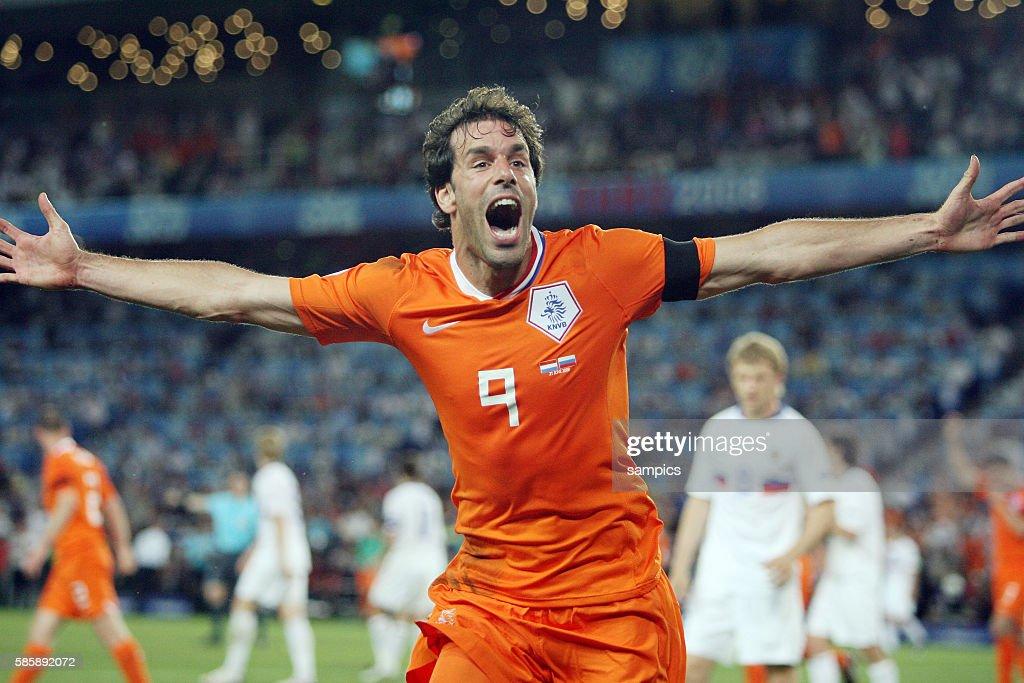 Soccer - UEFA EURO 2008 Quarterfinals - Netherlands vs. Russia : News Photo