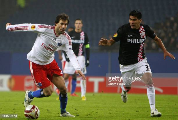 Ruud van Nistelrooy of Hamburg and Carlos Salcido of Eindhoven compete for the ball during the UEFA Europa League knockout round first leg match...