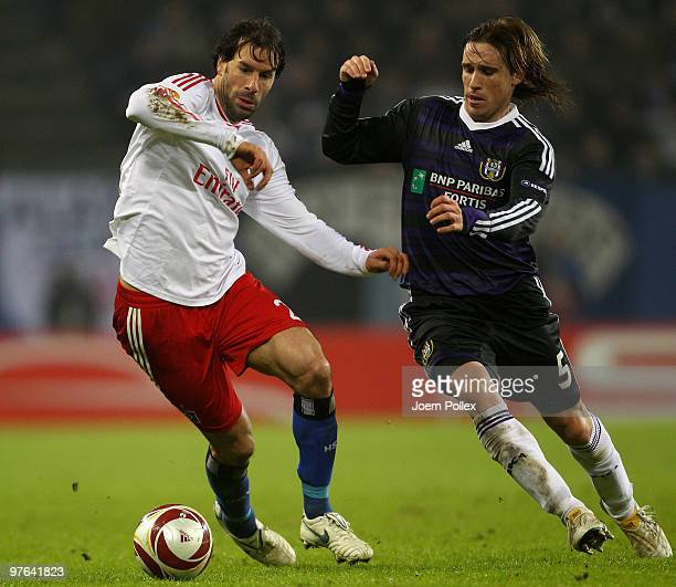 Ruud van Nistelrooy of Hamburg and Lucas Biglia of Anderlecht battle for the ball during the UEFA Europa League round of 16 first leg match between...
