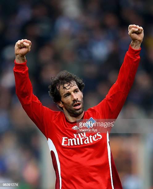 Ruud van Nistelrooy of Hamburg celebrates after the final whistle of the Bundesliga match between VfL Bochum and Hamburger SV at Rewirpower Stadium...
