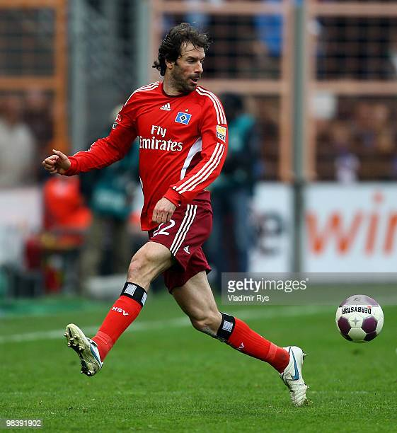Ruud van Nistelrooy of Hamburg plays the ball during the Bundesliga match between VfL Bochum and Hamburger SV at Rewirpower Stadium on April 11, 2010...