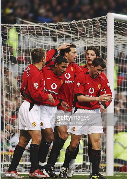 Ruud van Nistelrooy of Manchester United celebrates scoring the first goal with Phil Neville Kleberson Roy Keane and Ronaldo during the FA...