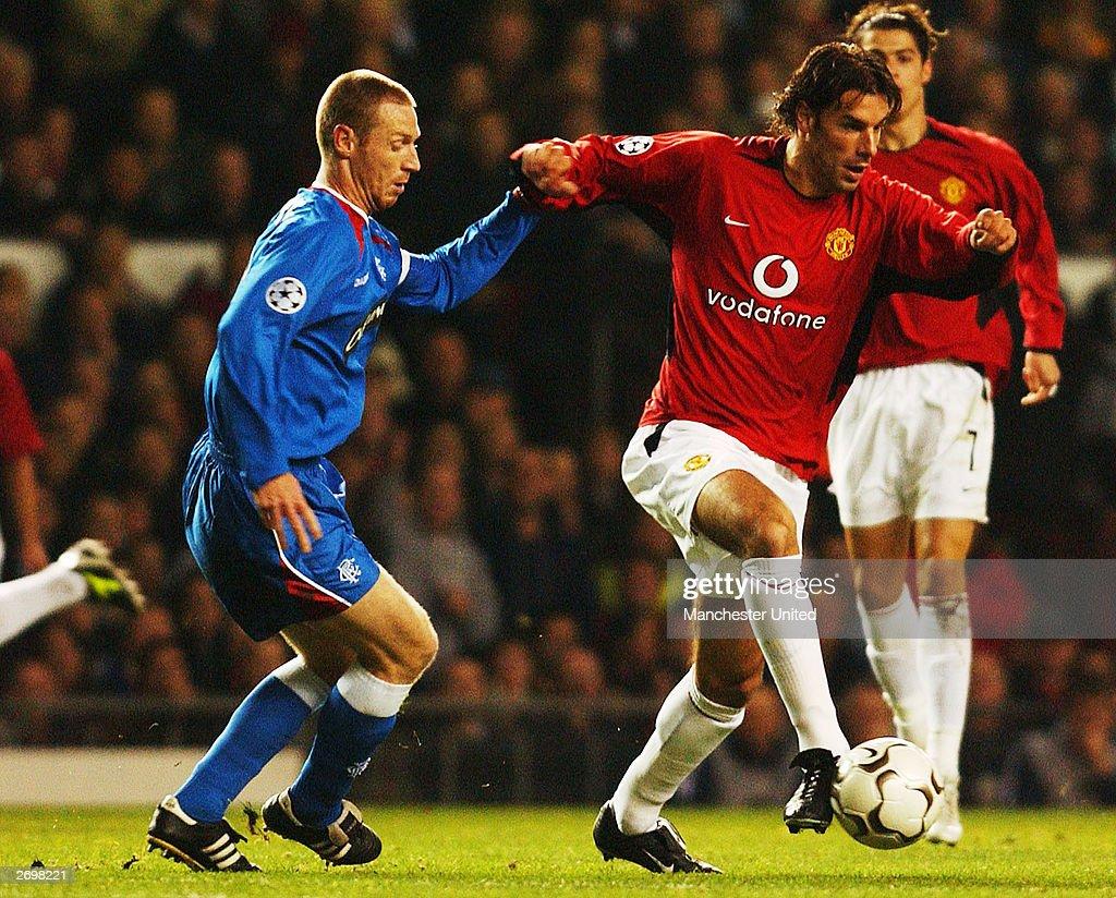 Ruud Van Nistelrooy and Craig Moore clash : News Photo