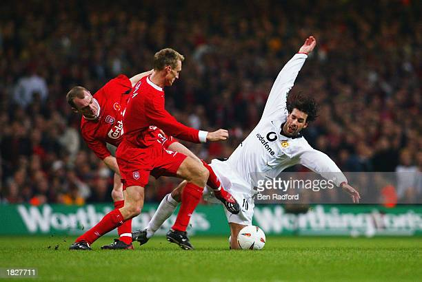 Ruud van Nistelrooy of Manchester United loses the ball to Danny Murphy and Sami Hyypia of Liverpool during the Worthington Cup Final held on March...