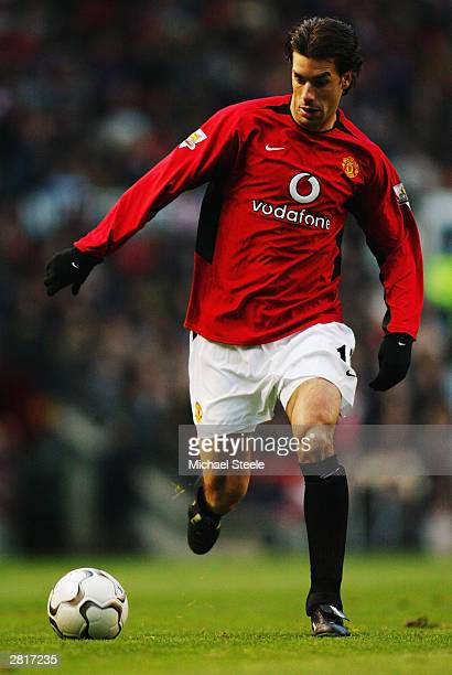 Ruud van Nistelrooy of Manchester United runs with the ball during the FA Barclaycard Premiership match between Manchester United and Aston Villa...
