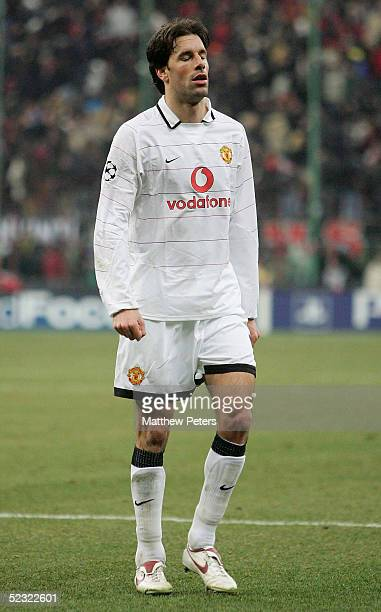 Ruud van Nistelrooy of Manchester United shows his disappointment following the UEFA Champions League match between AC Milan and Manchester United at...