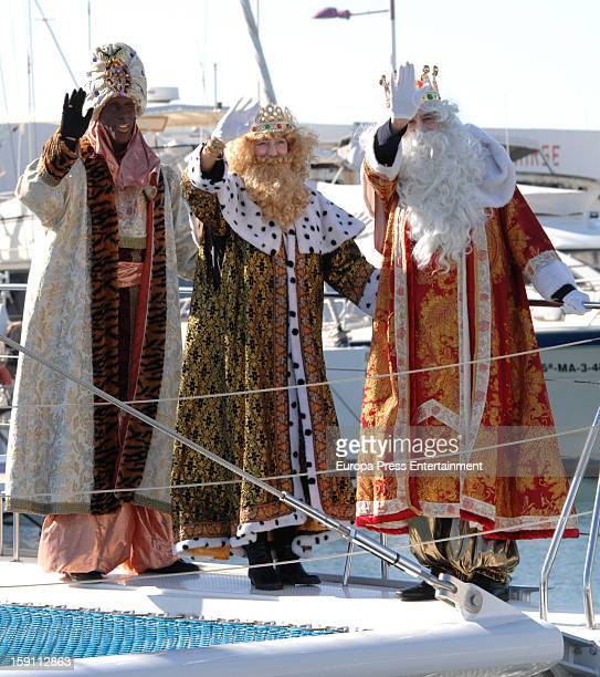 Ruud van Nistelroy attends Procession of the Three Wise Men dressed up as one of them King Baltasar on January 5 2013 in Marbella Spain