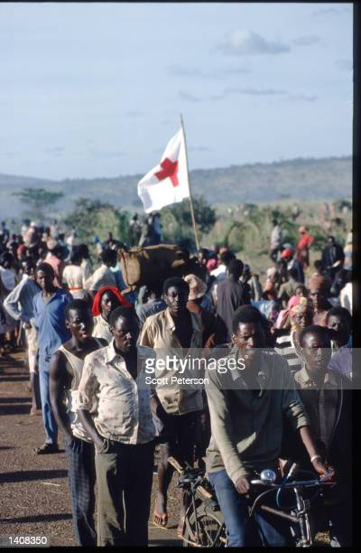 Rwandan refugees arrive at the United Nations camp April 30 1994 in Ngara Tanzania Most of the camp''s 250000 people are members of the Hutu tribe...