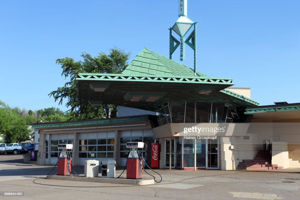 R.W.Lindholm Gas Station (1958) : Stock Photo