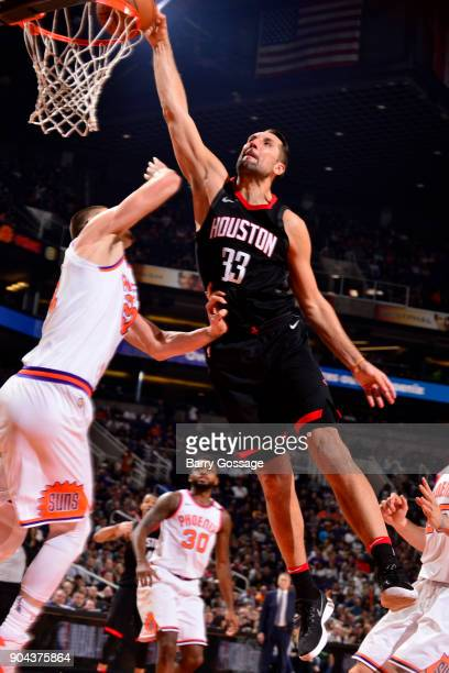 Ryan Anderson of the Houston Rockets dunks the ball during the game against the Phoenix Suns on January 12 2018 at Talking Stick Resort Arena in...