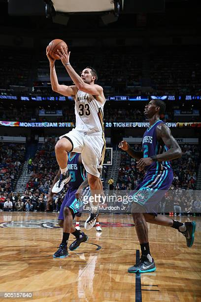 Ryan Anderson of the New Orleans Pelicans goes for the layup against the Charlotte Hornets during the game on January 15 2016 at Smoothie King Center...
