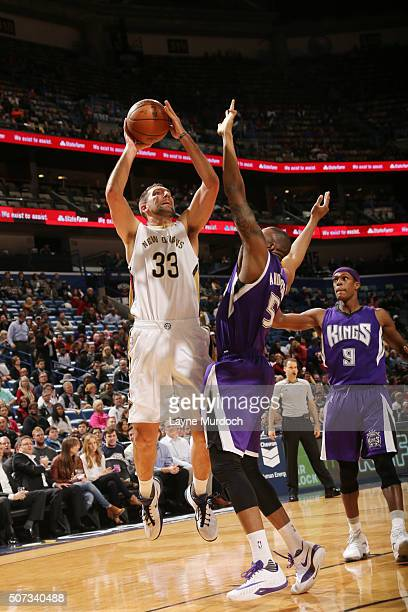 Ryan Anderson of the New Orleans Pelicans shoots the ball against the Sacramento Kings on January 28 2016 at the Smoothie King Center in New Orleans...