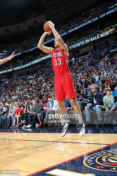 Ryan Anderson of the New Orleans Pelicans shoots the ball during the game against the Portland Trail Blazers on December 23 2015 at the Smoothie King...