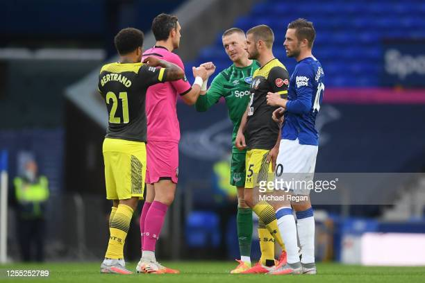 Ryan Bertrand Alex McCarthy and Jack Stephens of Southampton speak to Jordan Pickford and Gylfi Sigurdsson of Everton after the Premier League match...