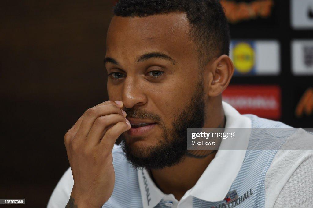 England Press Conference : ニュース写真