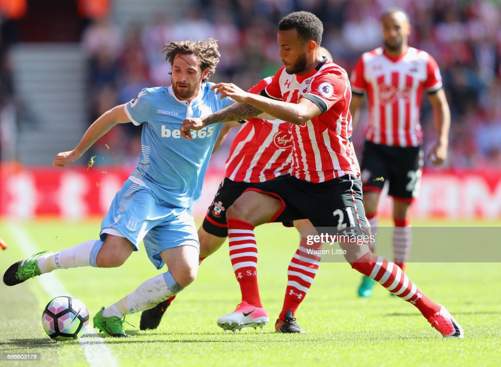 Southampton v Stoke City - Premier League : News Photo