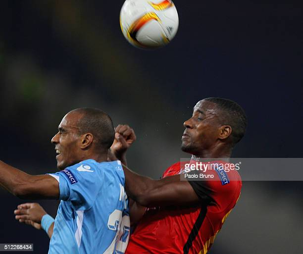 Ryan Donk of Galatasaray competes for the ball with Abdoulay Konko of SS Lazio during the UEFA Europa League Round of 32 second leg match between...