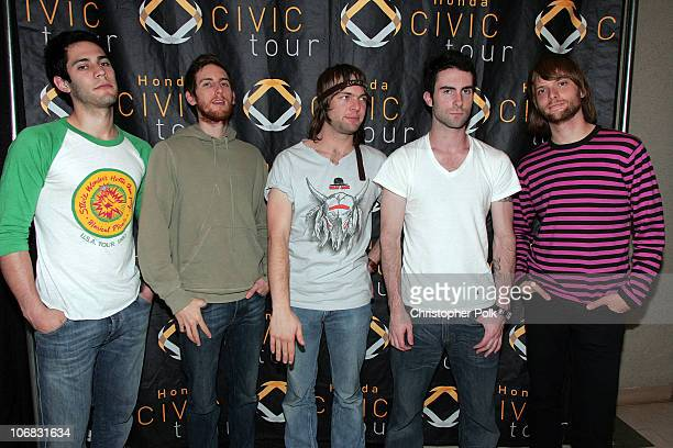 Ryan Dusick Jesse Carmichael Mickey Madden Adam Levine and James Valentine of Maroon 5