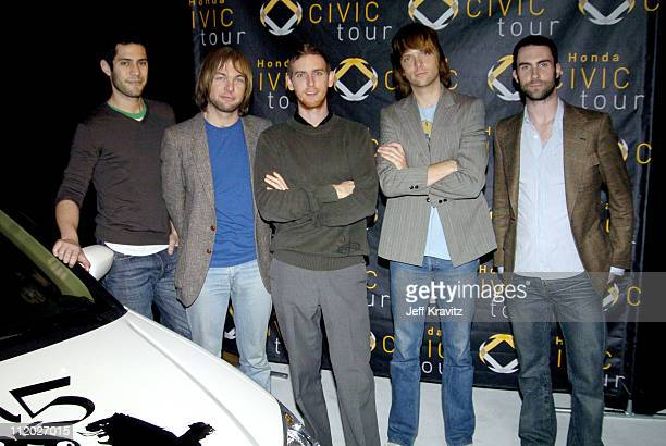 Ryan Dusick Mickey Madden Jesse Carmichael James Valentine and Adam Levine of Maroon 5
