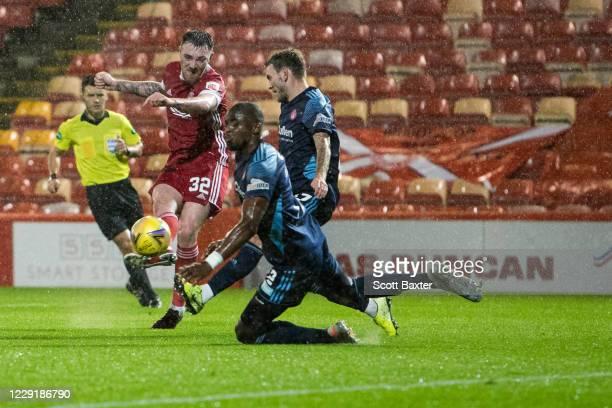 Ryan Edmondson of Aberdeen shoots at goal during the Ladbrokes Premiership match between Aberdeen and Hamilton at Pittodrie Stadium on October 20...