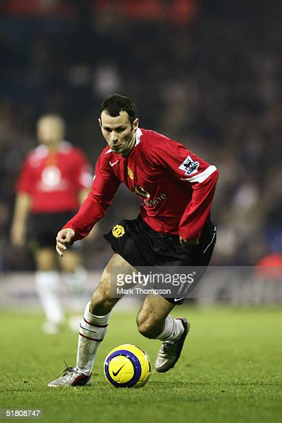 Ryan Giggs of Manchester United in action during the Barclays Premiership match between West Bromwich Albion and Manchester United at the Hawthorns...