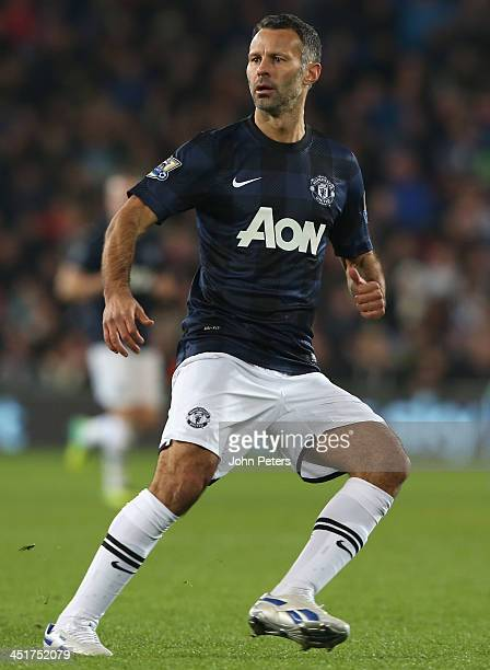 Ryan Giggs of Manchester United in action during the Barclays Premier League match between Cardiff City and Manchester United at Cardiff City Stadium...