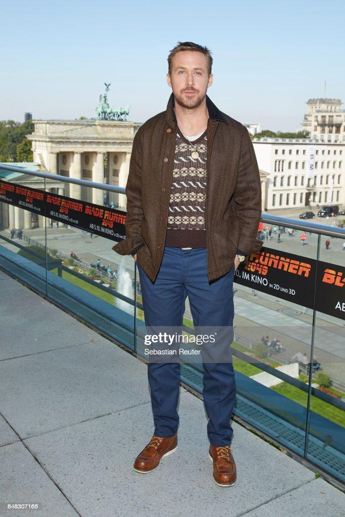 Ryan Gosling poses for the 'Blade Runner 2049' photo call at Akademie der Kuenste on September 17, 2017 in Berlin, Germany.