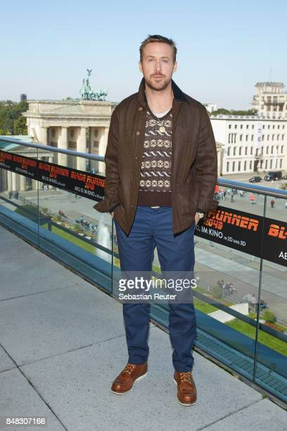 Ryan Gosling poses for the 'Blade Runner 2049' photo call at Akademie der Kuenste on September 17 2017 in Berlin Germany