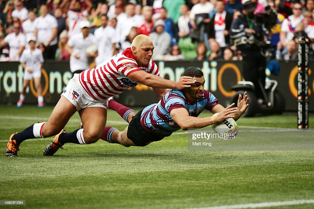 Ryan Hall of England and Greg Inglis of Australia contest the ball in goal in the final minute during the Four Nations match between the Australian Kangaroos and England at AAMI Park on November 2, 2014 in Melbourne, Australia.