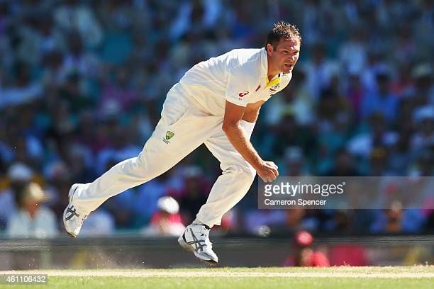 Ryan Harris of Australia bowls during day two of the Fourth Test match between Australia and India at Sydney Cricket Ground on January 7 2015 in...