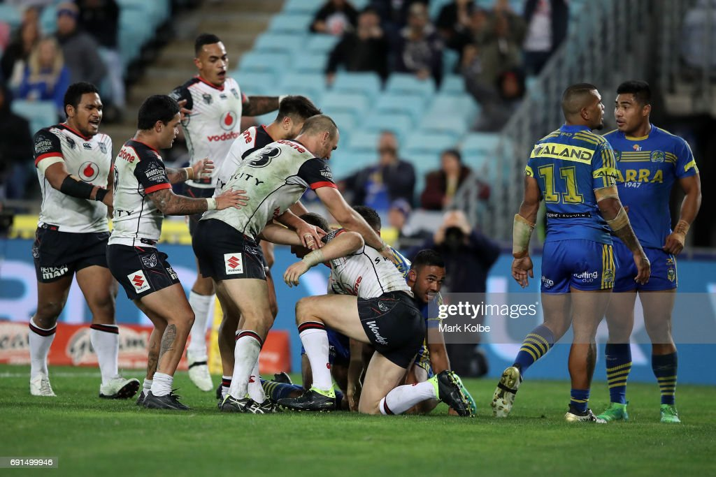 Ryan Hoffman of the Warriors celebrates with his team mates after scoring a try during the round 13 NRL match between the Parramatta Eels and the New Zealand Warriors at ANZ Stadium on June 2, 2017 in Sydney, Australia.