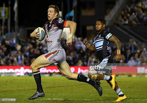 Ryan Hoffman of the Warriors makes a break for Johnson to score during the round nine NRL match between the Sharks and the Warriors at Remondis...