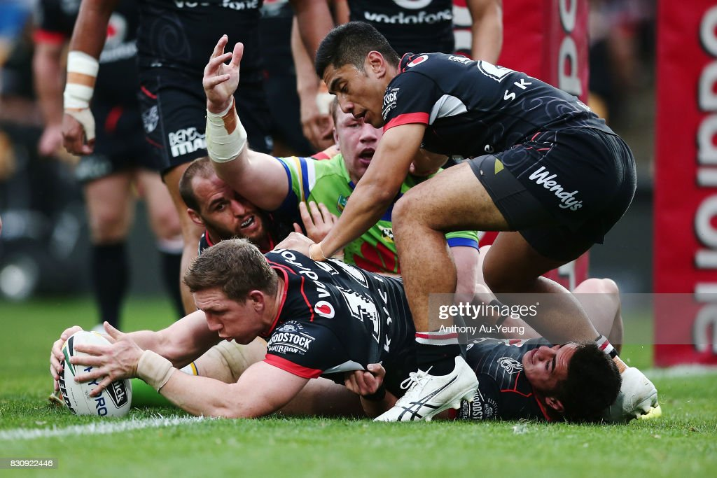 Ryan Hoffman of the Warriors secures the ball after a Raiders turnover during the round 23 NRL match between the New Zealand Warriors and the Canberra Raiders at Mt Smart Stadium on August 13, 2017 in Auckland, New Zealand.