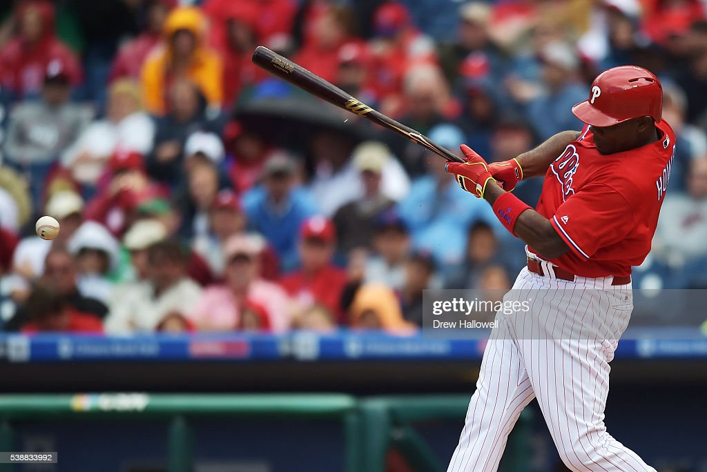 Ryan Howard #6 of the Philadelphia Phillies breaks his bat in the seventh inning against the Chicago Cubs at Citizens Bank Park on June 8, 2016 in Philadelphia, Pennsylvania. The Cubs won 8-1.