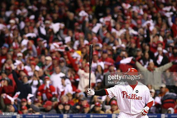 Ryan Howard of the Philadelphia Phillies gets ready to bat against the Los Angeles Dodgers during Game Three of the NLCS during the 2009 MLB Playoffs...