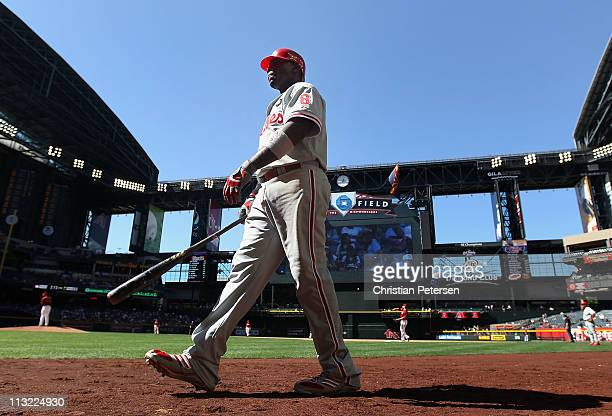 Ryan Howard of the Philadelphia Phillies walks up to the on deck circle during ninth inning of the Major League Baseball game against the Arizona...