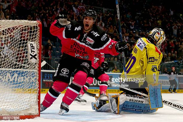 Ryan Jones of Koelner Haie celebate after he scores the equalizing goal during the DEL Ice Hockey match between Koelner Haie and Krefeld Pinguine at...