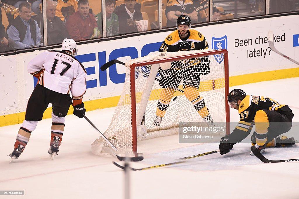 Ryan Kesler #17 of the Anaheim Ducks scores an open net goal against the Boston Bruins at the TD Garden on January 26, 2016 in Boston, Massachusetts.