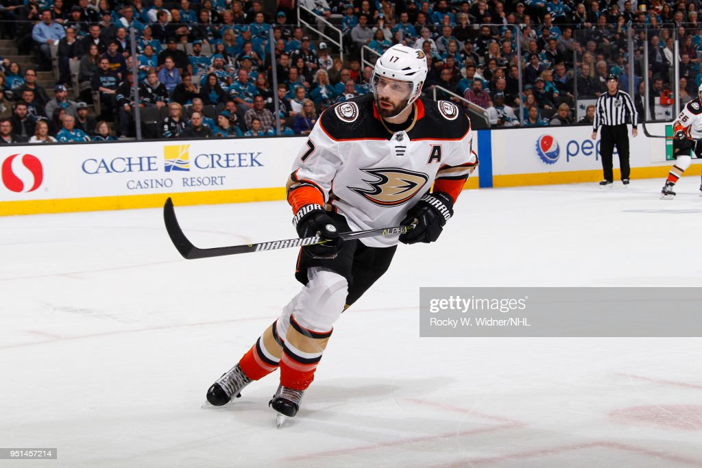 Anaheim Ducks v San Jose Sharks - Game Four : News Photo