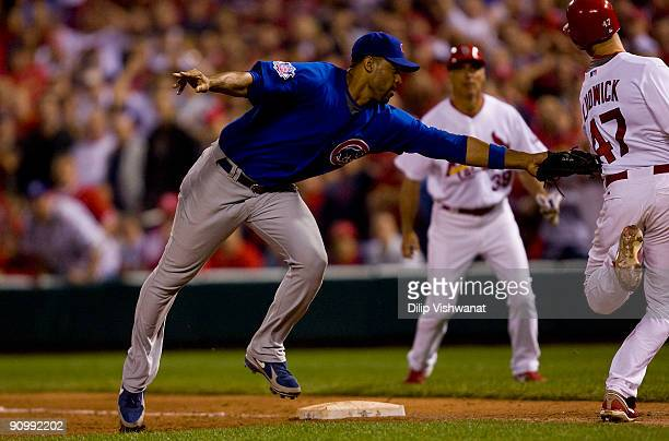 Ryan Ludwick of the St Louis Cardinals is tagged out by Derrek Lee of the Chicago Cubs on September 20 2009 at Busch Stadium in St Louis Missouri The...