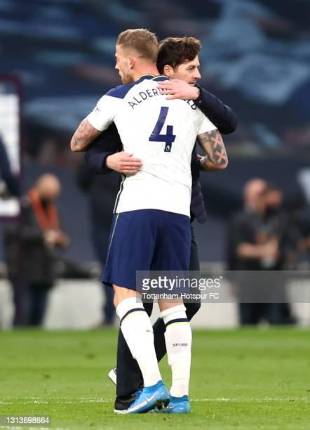 Ryan Mason, Interim Manager of Tottenham Hotspur and Toby Alderweireld of Tottenham Hotspur interact following the Premier League match between...