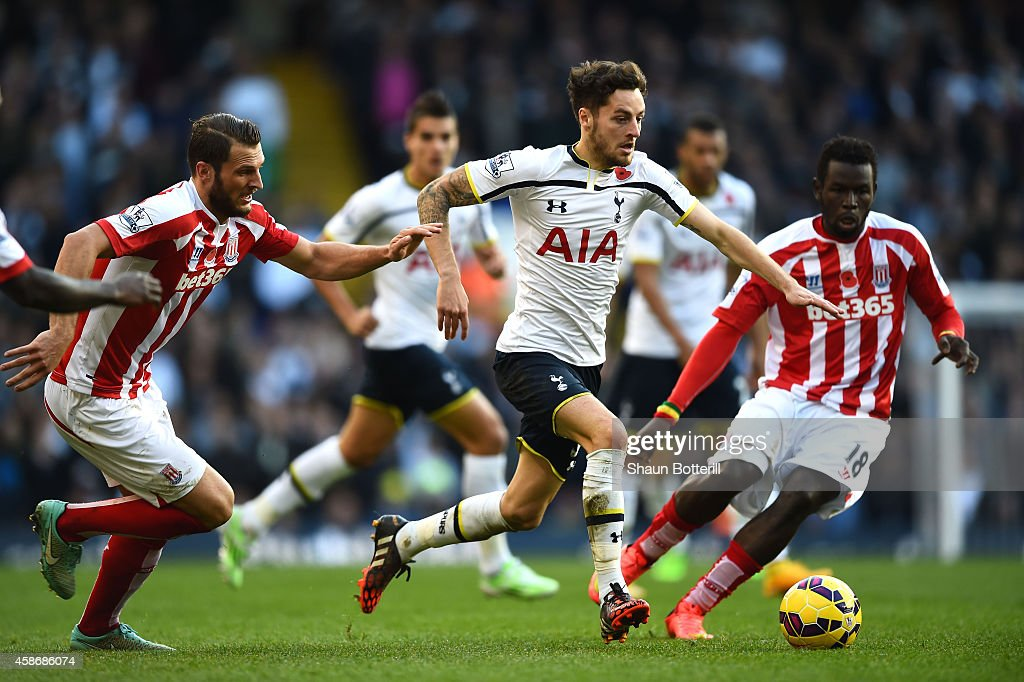 Tottenham Hotspur v Stoke City - Premier League : News Photo