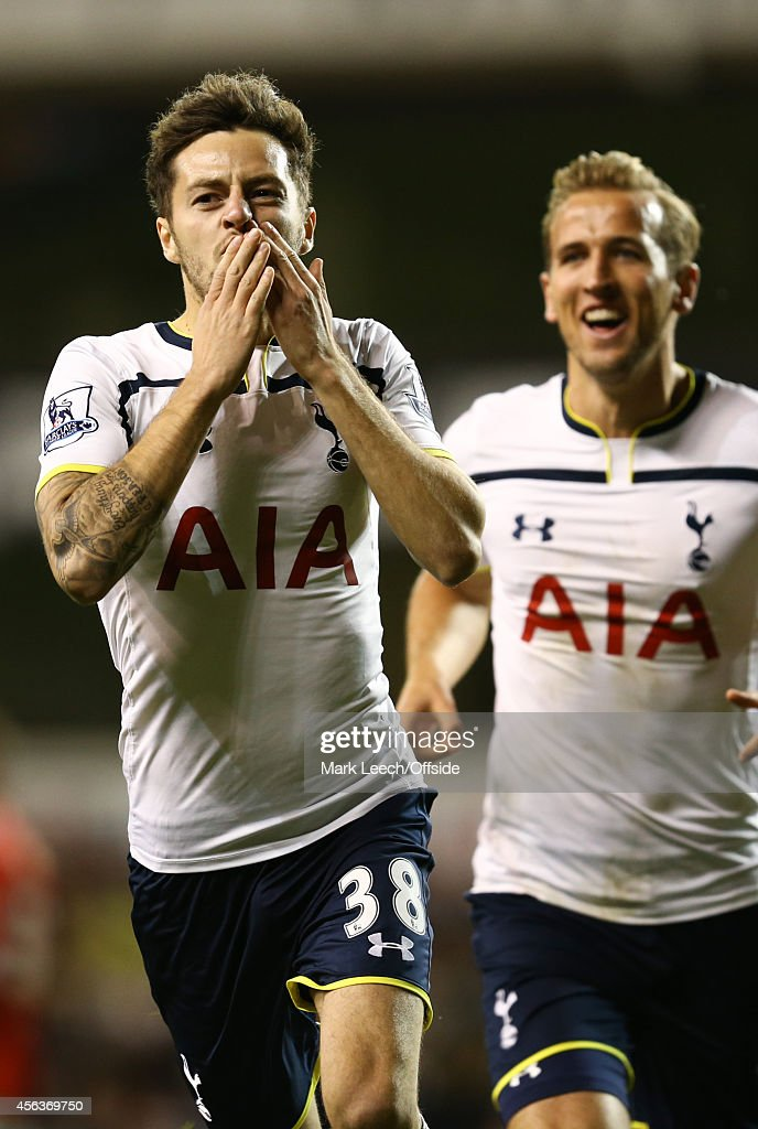 Tottenham Hotspur v Nottingham Forest - Capital One Cup Third Round : News Photo