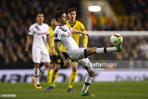 Ryan Mason of Tottenham Hotspur controls the ball during the UEFA Europa League round of 16 second leg match between Tottenham Hotspur and Borussia...