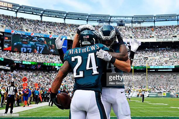Ryan Mathews celebrates with Riley Cooper of the Philadelphia Eagles after scoring a touchdown in the second quarter against the New York Jets at...