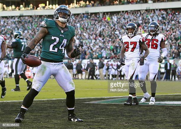 Ryan Mathews of the Philadelphia Eagles celebrates his touchdown against the Atlanta Falcons in the fourth quarter during a game at Lincoln Financial...